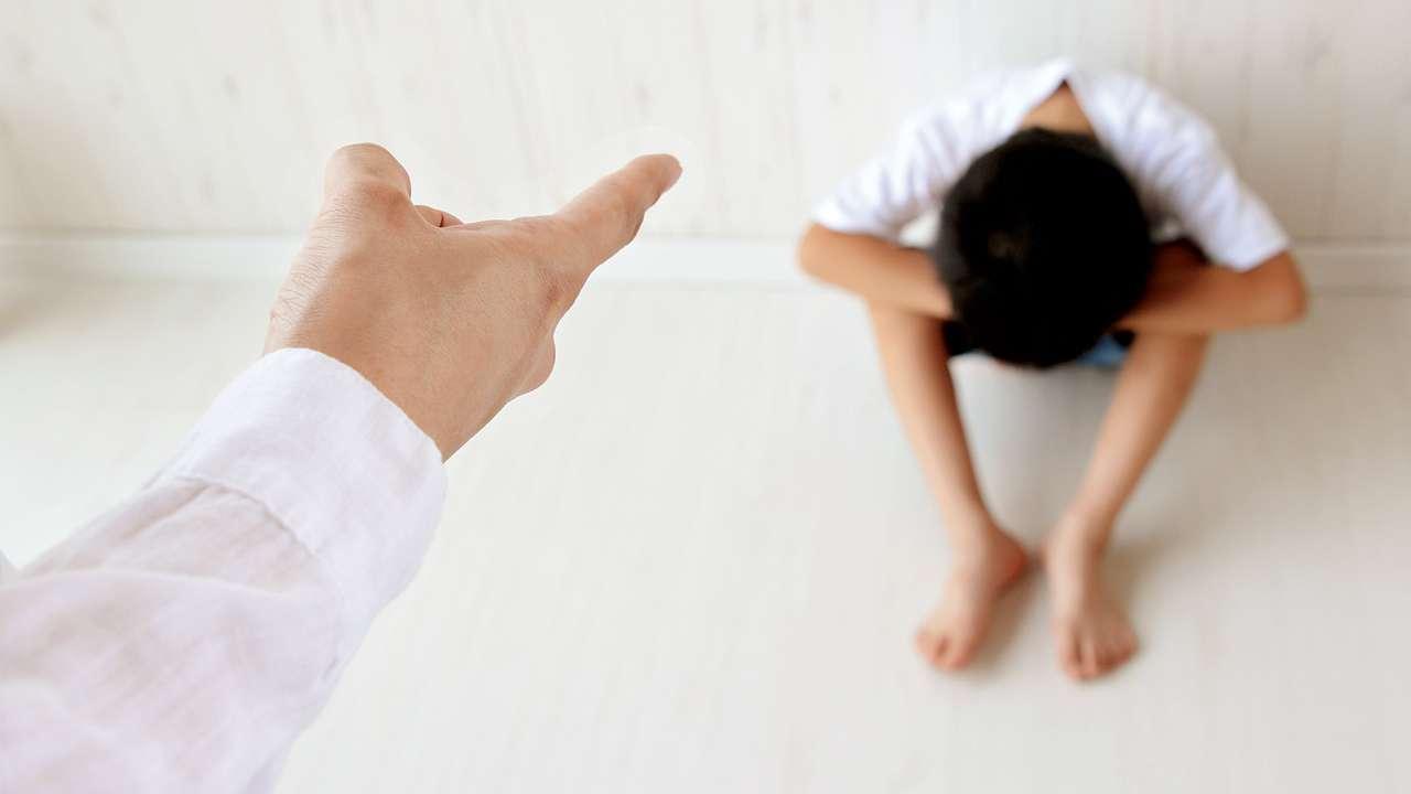 والدین سختگیر